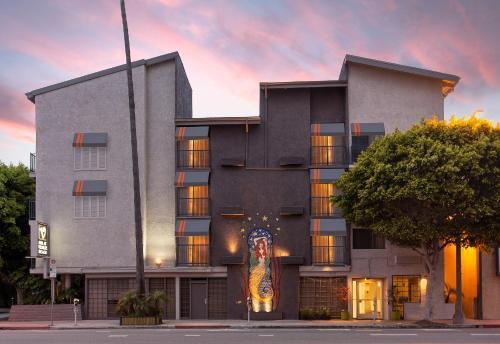 327 West Washington Boulevard, Marina del Rey, 90291, Los Angeles, California, United States.