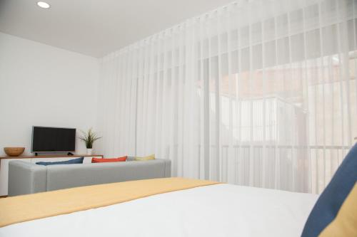 White Almada Oporto Apartments, 4050-033 Porto