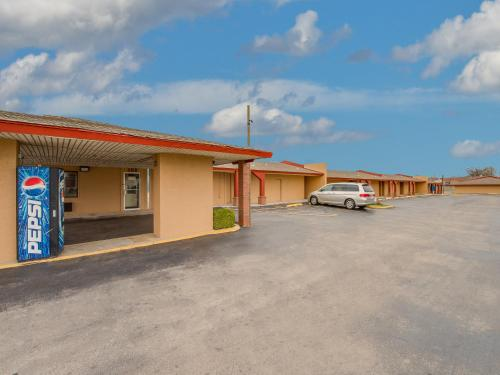 Travelers Inn Midwest City - Midwest City, OK 73110