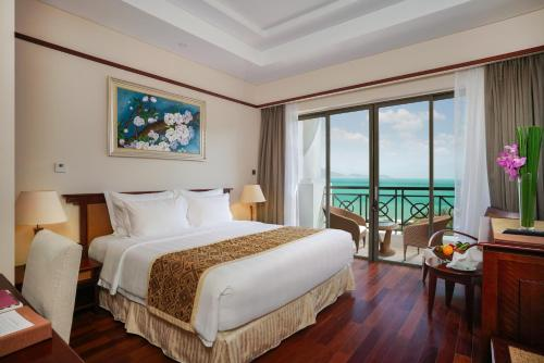 Deluxe Double Room with Sea View - Vinpearl Land Ticket
