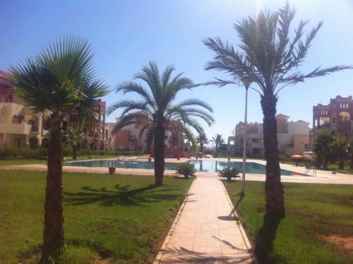 . Bel appartement avec piscine