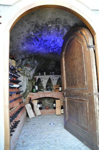 Via Lazzaro 25 (entrance Via G. Capone 27), 84010 Maiori, Italy.