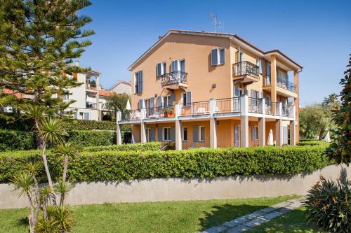 . Il Borgo Della Rovere