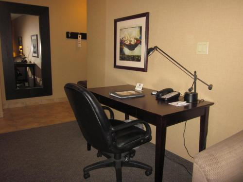Franklin Suite Hotel - Fort McMurray, AB T9H 0A5