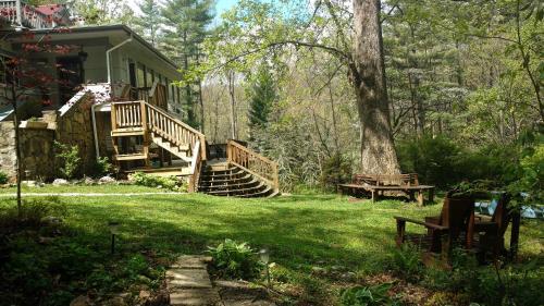 Red Leaf River Inn - Accommodation - Waynesville