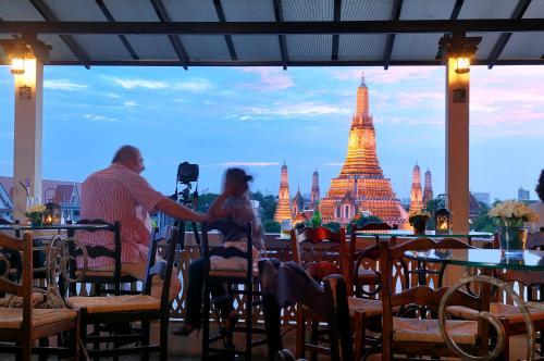 36-38 Soi Pratoo Nok Yoong, Maharat Road, Rattanakosin Island, Bangkok, 10200, Thailand.