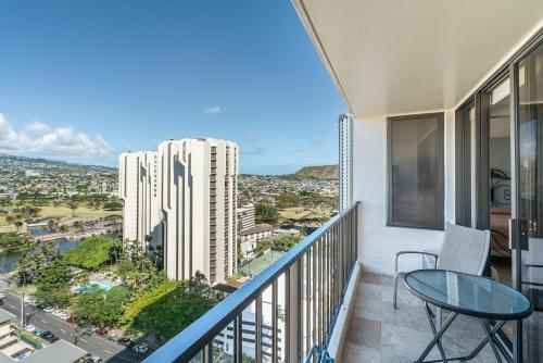 Waikiki Banyan Remodeled Canal-View Condo 2107 - Honolulu, HI 96815