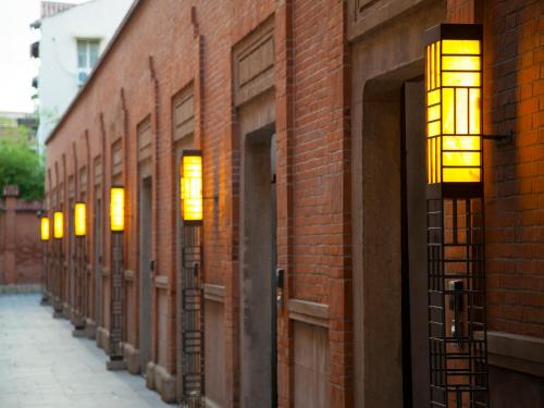480 West Jianguo Road, Xuhui District, Shanghai 200031, China.