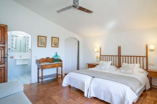 Superior Doppelzimmer mit Terrasse Finca Hotel Es Castell 11