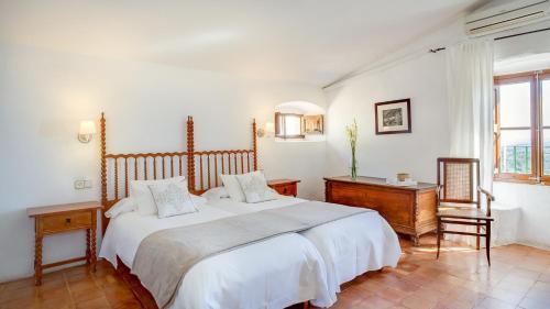 Superior Doppelzimmer mit Terrasse Finca Hotel Es Castell 14