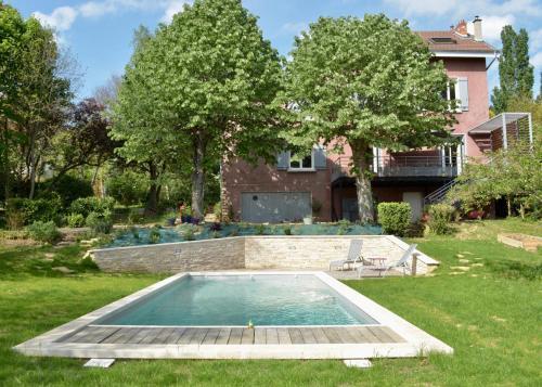 la villa rose location saisonni re 10 route du mont cindre 69450 saint cyr au mont d 39 or. Black Bedroom Furniture Sets. Home Design Ideas