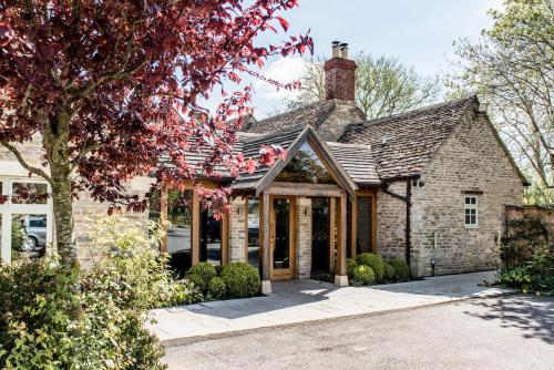 The Crown Of Crucis Country Inn And Hotel - Cirencester