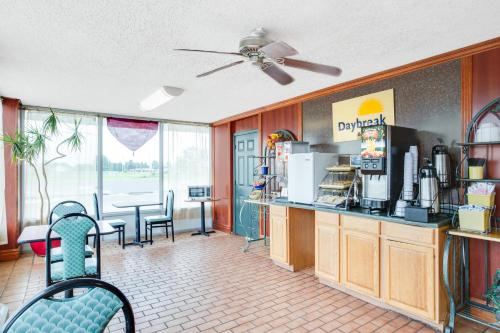 Days Inn By Wyndham Newport - Newport, AR 72112