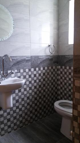 Khayatz Apartment - image 4
