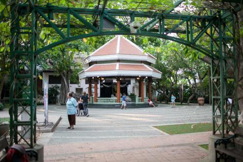 Dilokchan Hostel photo 17