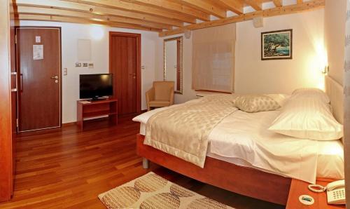 Hotel Monika, 21220 Trogir