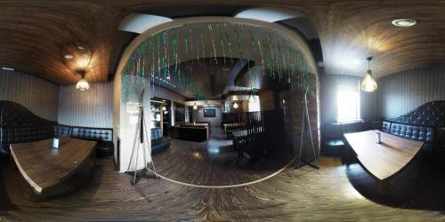 Фото отеля TnT Hotel