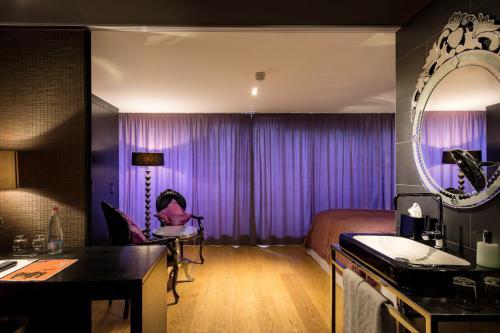 Hotel la maison Occamstraße 24, 80802 Munich, Germany.