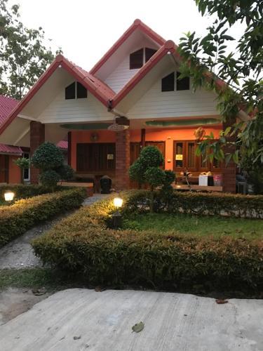 Baan Ton Khao Rim Nam บ้านต้นข้าว ริมน้ำ