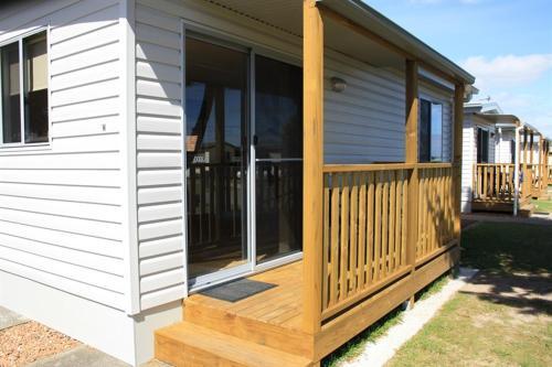 Фото отеля Bay View Holiday Village