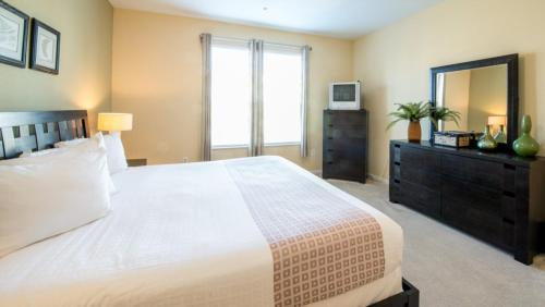 Shoreway Loop l 2004-Two Bedroom Apartment - Orlando, FL 32819