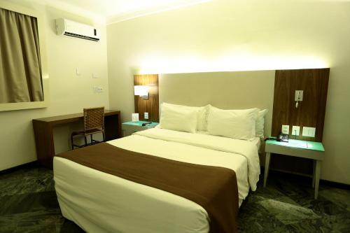 Photo - Oasis Plaza Hotel