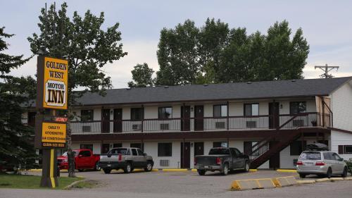 Golden West Motor Inn, Division No. 6