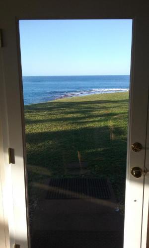 Tranquility blue Villa at Molooa Bay