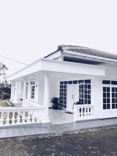 Villa bola, Bogor