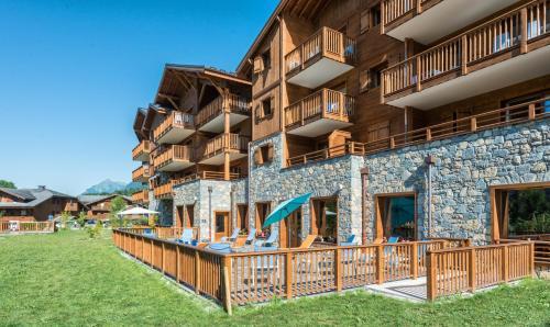CGH Résidences & Spas Les Chalets De Laÿssia - Accommodation - Samoëns
