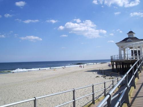 Long Branch Retreat Near Beach - Long Branch, NJ 07740