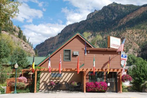 Rivers Edge Motel Lodge And Resort