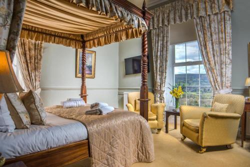 . The Manor Hotel