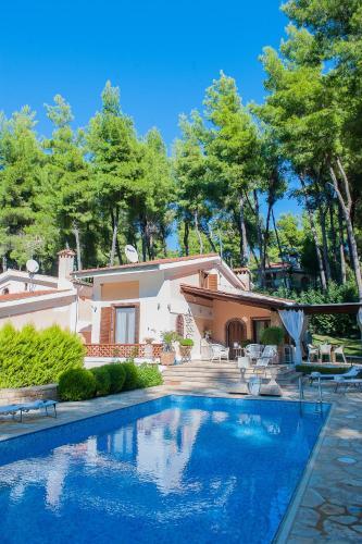 . Naftilos Villa Sani
