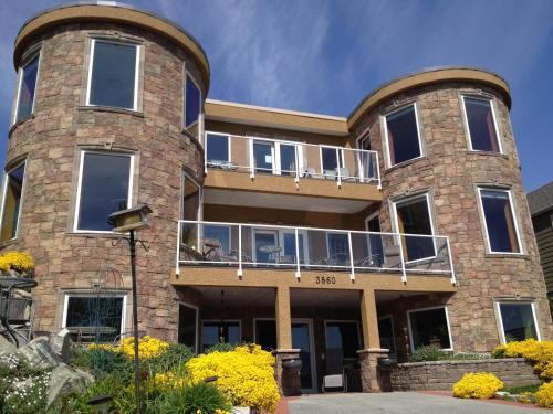 Lakefront Inn - Photo 3 of 47