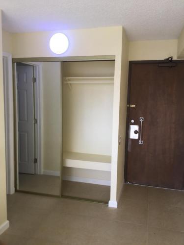 Waikiki Renovated Studio Ala Moana - Honolulu, HI 96815