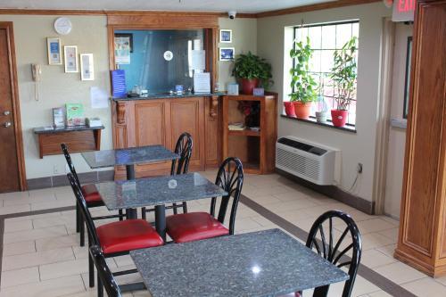 Economy Inn North Oklahoma City - Oklahoma City, OK 73131
