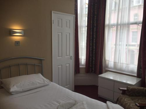 Hadleigh Hotel picture 1 of 23