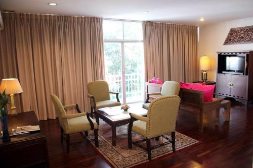 Samsen Suites/ 2 Br Suites for less photo 2