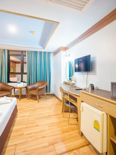Bavana Hotel photo 46