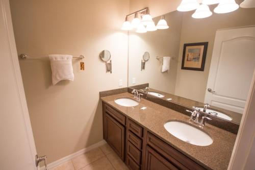 Anne's Paradise Palms Townhouse - Five Bedroom Home - Kissimmee, FL 34747