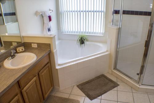 Mickey Magic Retreat - Four Bedroom Home - Davenport, FL 33897