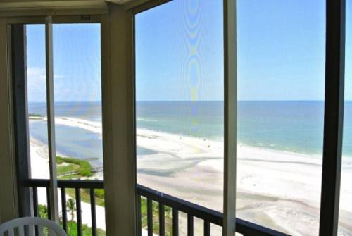 Gulf-Riviera Club - Two Bedroom Condominium 1103