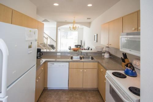 Royal Fiesta Key Townhouse - Three Bedroom Home - Kissimmee, FL 34746