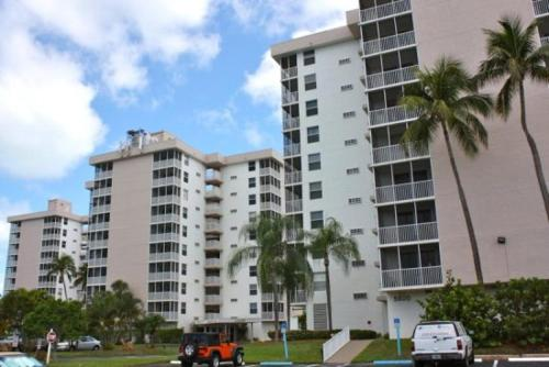 Bonita Beach & Tennis - One Bedroom Condominium 1906