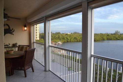 Hickory Bay West - Two Bedroom Condominium 204