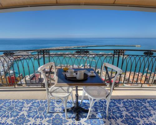 Queen Suite with Sea View