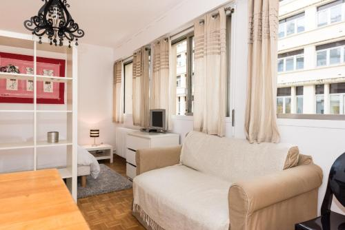 Poncelet apartment photo 16