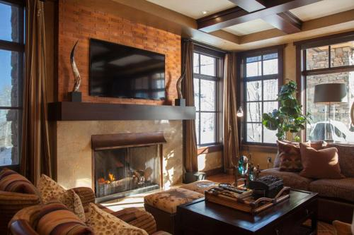 Flagstaff Lodge at Empire Pass Main image 2