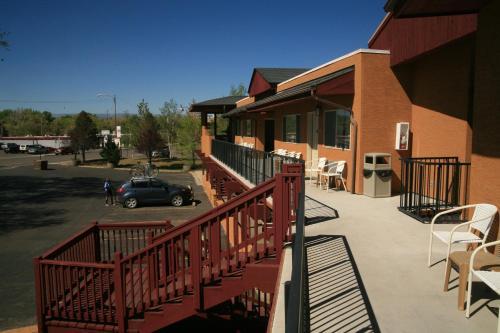 . Black Canyon Motel